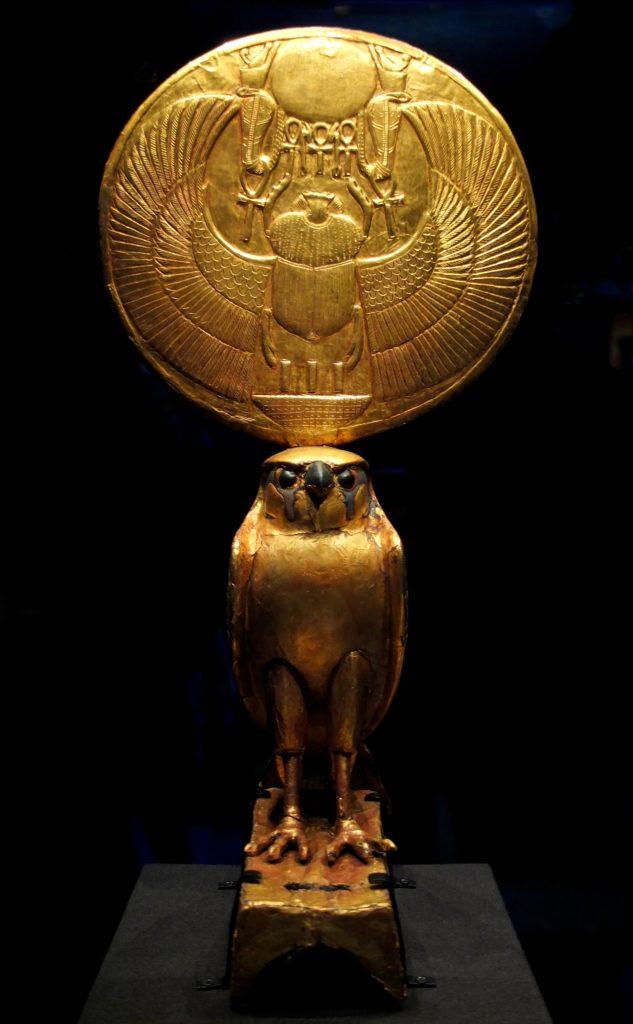 L'attribut alt de cette image est vide, son nom de fichier est Horus_au_disque_solaire_Nebkepruré_A-633x1024.jpg.